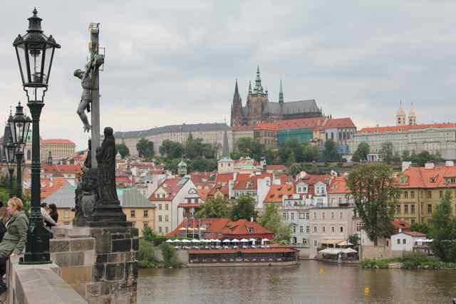 Borgen i Prag set fra Karlsbroen  Foto: Ota Tiefenböck