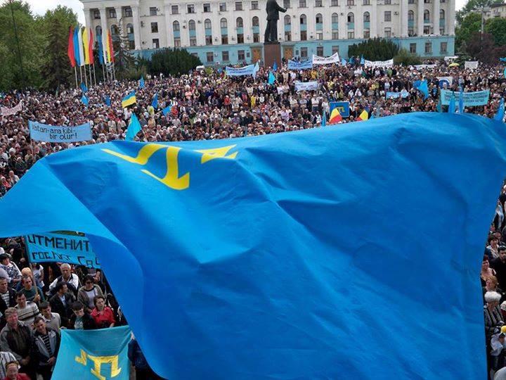 Krimtatarerne under en demostration i Simferopol før russerne annektering af Krim Foto: ATR