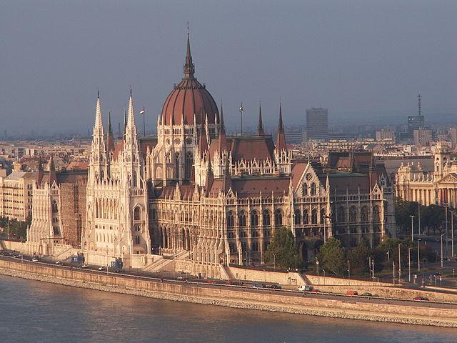 Det ungarske parlament Foto: firestarbl