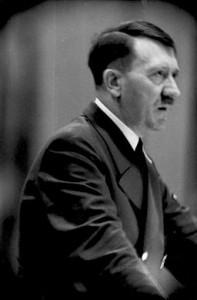 256px-Bundesarchiv_Bild_101I-811-1881-31,_Adolf_Hitler_bei_Rede