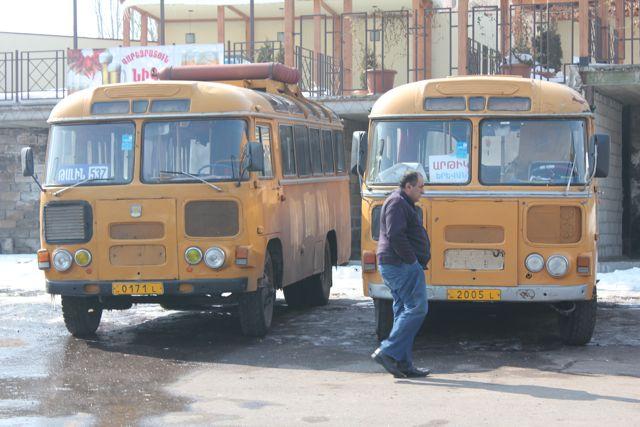 To PAZ 672 på busstationen i Jerevan Foto: Ota Tiefenböck