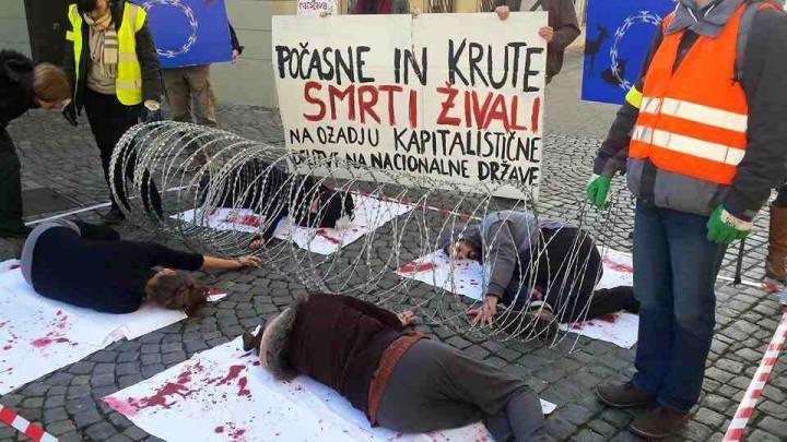 Fra en demonstratione i den slovenske by Maribor.  Foto: Pomagajo beguncem