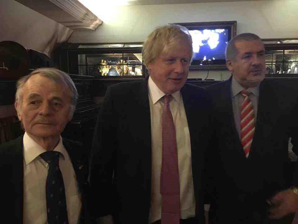 Mustafa Jemilev, Boris Johnson og refat Tjubarov Foto: FB